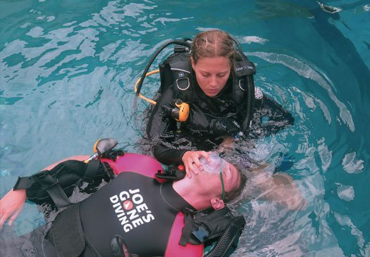 Combine your EFR and PADI rescue Course