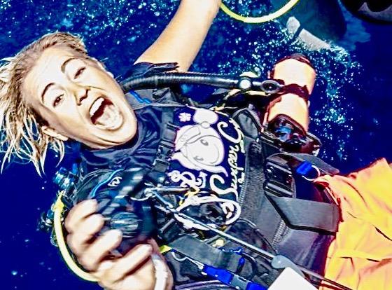 Divemaster diving photo